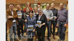 Met familie Idema, wethouder Willemien Vreugdenhil, Arjan Vriend en een aantal geïnterviewden.